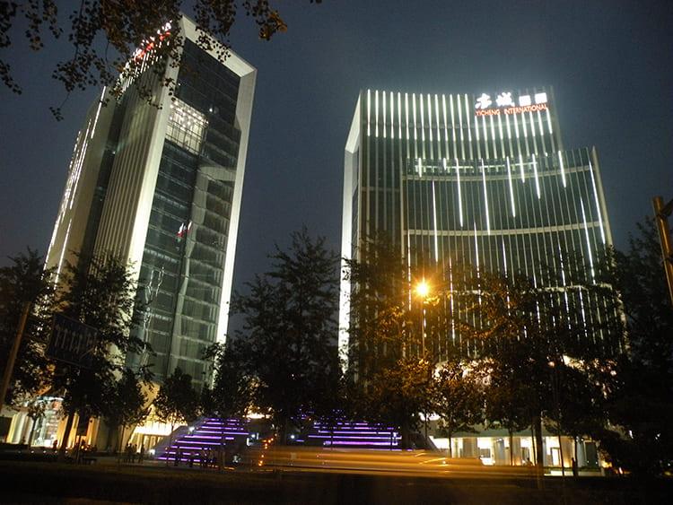 北京亦城国际中心亮化工程实拍图1