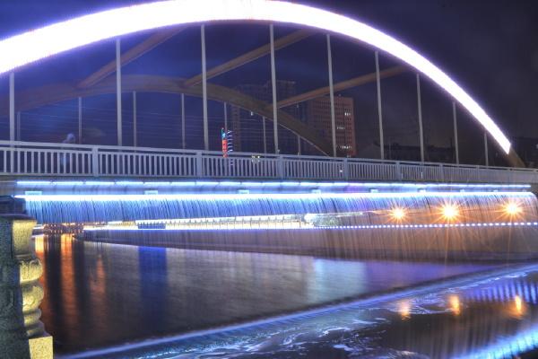 彩虹桥夜景图1