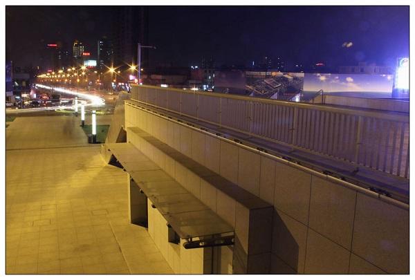 秦皇岛火车站与主路连接楼梯