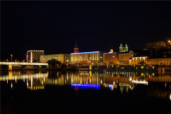 城市亮化工程夜景图