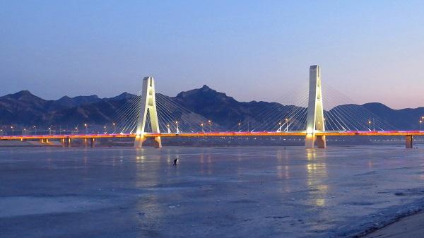 朝阳市珠江大桥亮化工程傍晚效果