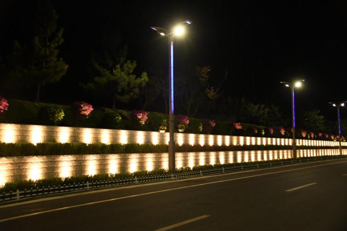 南侧石墙亮化工程夜景图