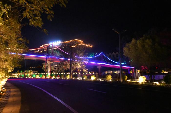铁路疗养院铁路桥亮化夜景图