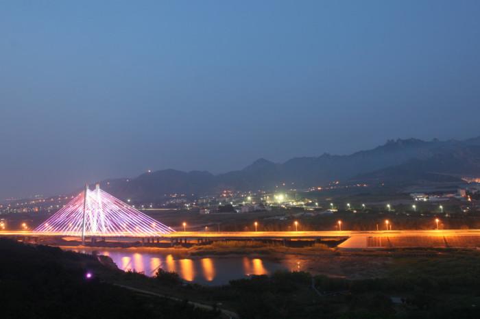 青岛丹山大桥亮化工程夜景图3