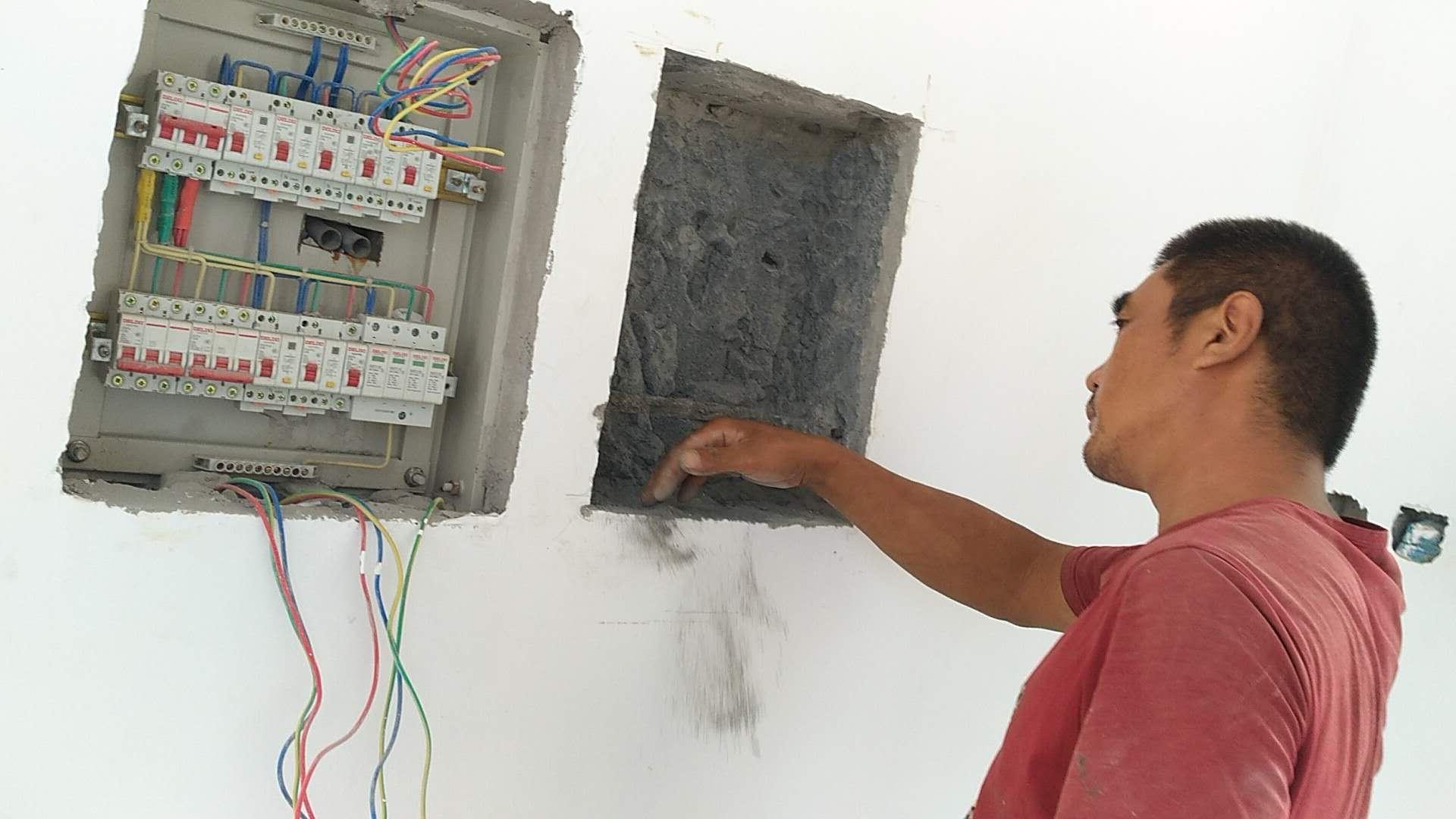 按图纸安装配电箱
